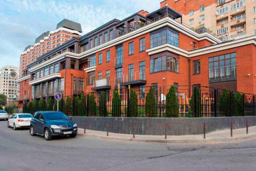 Бизнес-центр голутвинская слобода - это классически красивое здание из красного