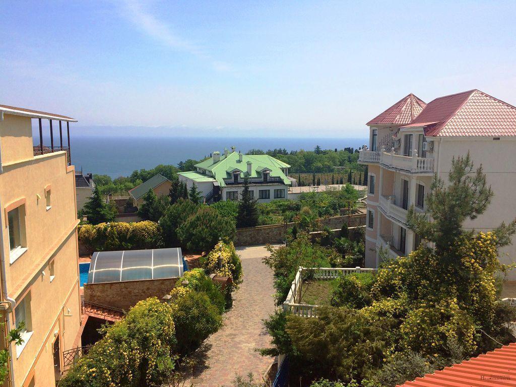 Коттедж в Ливадия на берегу моря