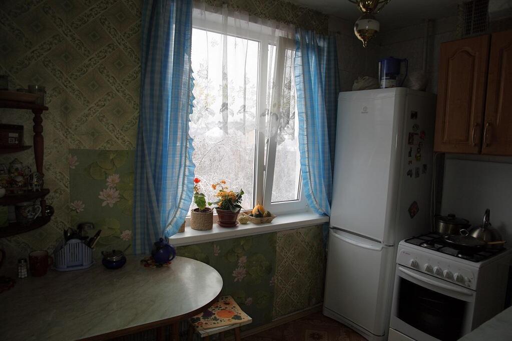 Продам 4-комнатную - ул тверская, 5, 9.2 кв.м. на 8 этаже 9-.