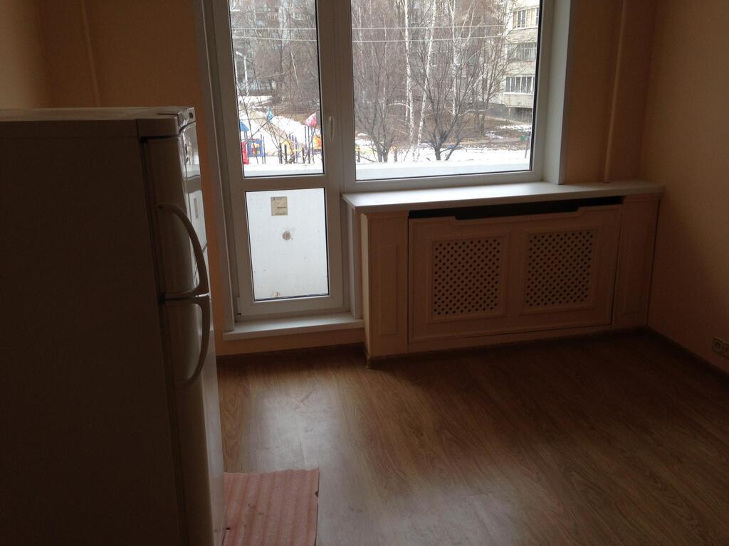 Комната с ремонтом, балконом, мебелью и холодильником, аренд.
