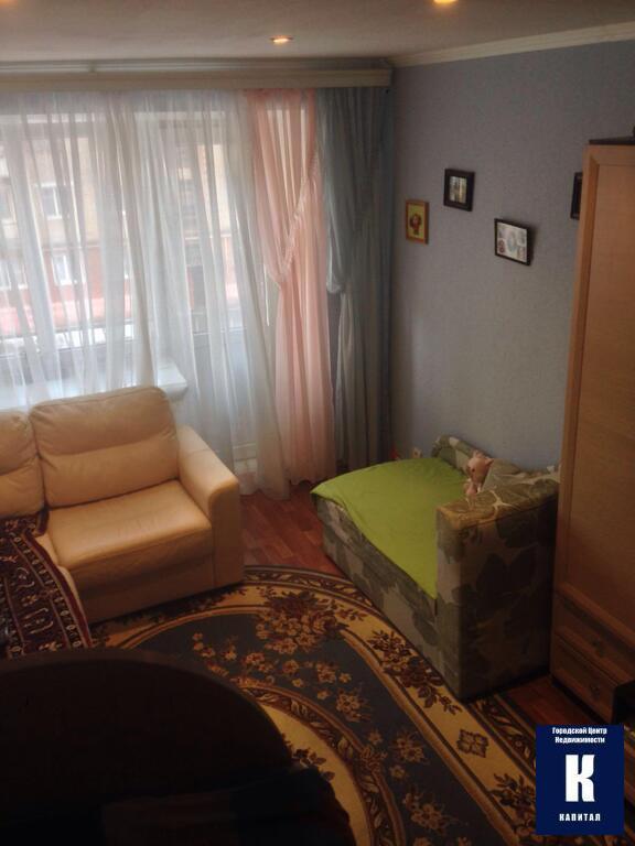 Общая площадь: 11 квмрайон, адрес: ключевой пер 5а комната с новой мебелью в 3-х комнатной квартире
