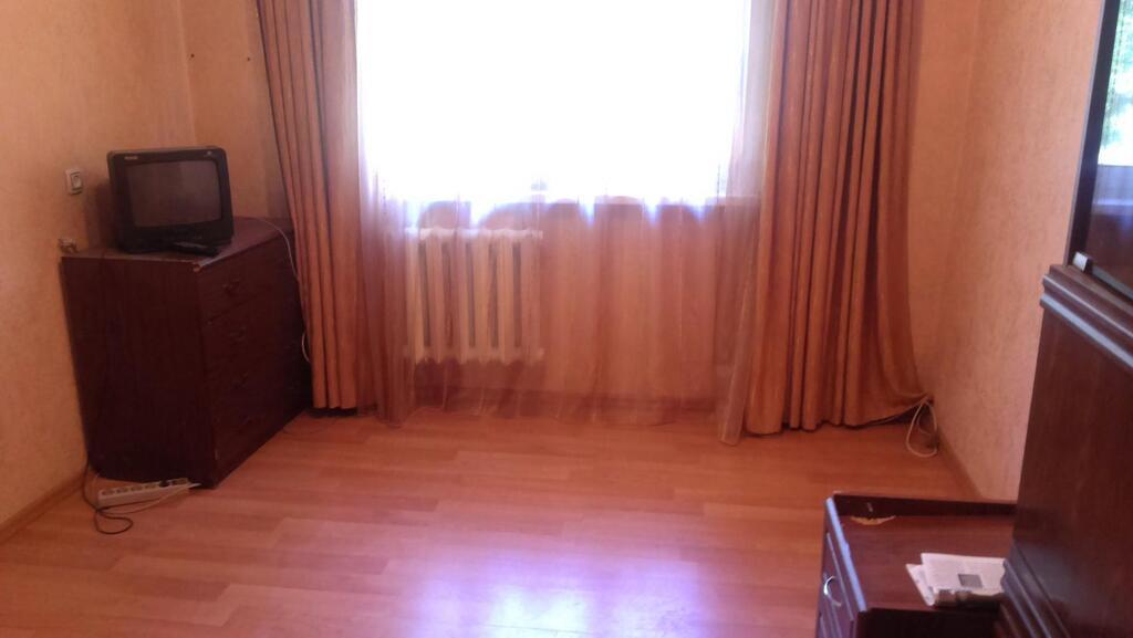 Комната 11мкв в 2-х этажном кирпичном доме на 1-ом этаже, счета на свет и на газ, воду раздельные