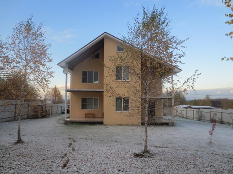 Предлагаю 3х этажный дом в блоке с гаражём в посёлке Заокская Долина - Фото 1