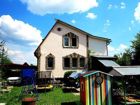 Кирпичный жилой дом 140 кв.м. на ухоженном, зеленом участке 15 соток. - Фото 1