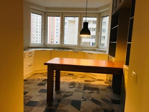 Трешка с дизайнерским ремонтом, встроенной кухней и бытовой техникой. - Фото 2