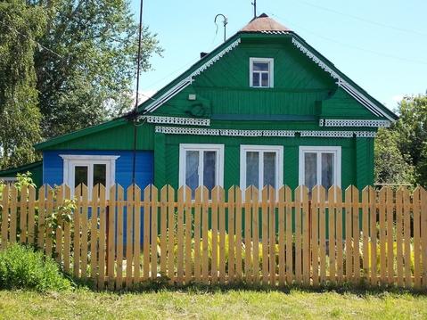 Ухоженный двухкомнатный бревенчатый дом в пос. Петровский - Фото 1