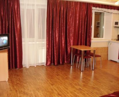 1к. квартира в Новосибирске ул.Кошурникова посуточно - Фото 1