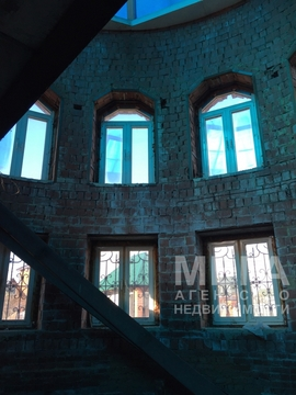 Огромный дом в поселке Шершни с бассейном и зимним садом - Фото 1