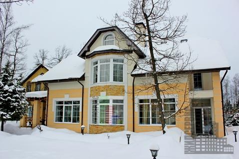 Дом с охраняемом коттеджном поселке в 1,5 км от воды - Фото 1