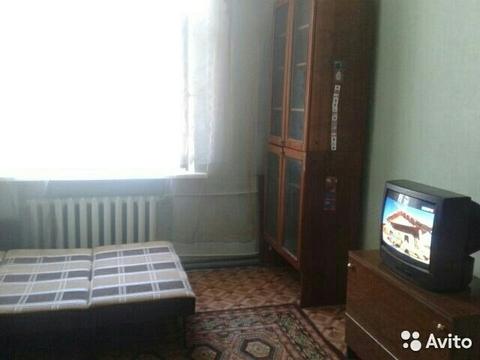 Комната в центре, квартира трехкомнатная. - Фото 1