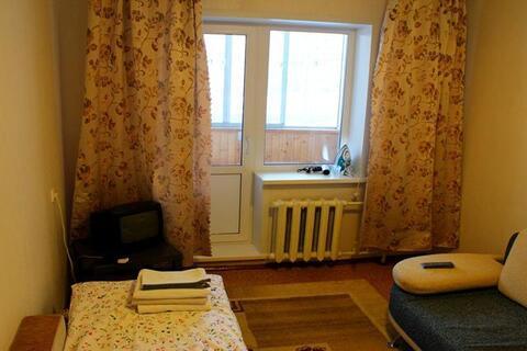 Медгородок, С.Дерябиной, 30, 1-к. квартира, 1300 руб/сутки. - Фото 1
