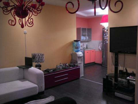2 комнатная квартира с хорошим ремонтом в монолитном доме. - Фото 1