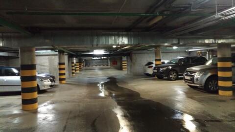 """Сдается машиноместо в теплом паркинге в тсн """" лахтадом"""" ул.Оптиков д47 - Фото 2"""