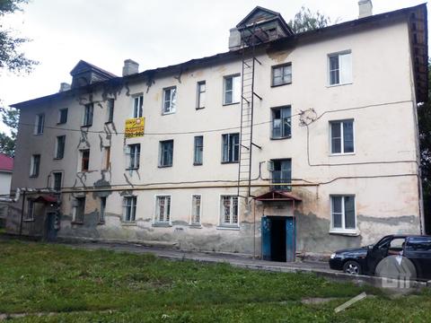 Продается комната с ок в 3-комнатной квартире, ул. Суворова - Фото 1
