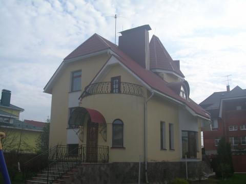 Вид большой комнаты жилого дома пвоскресенское