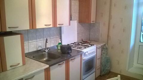 Сдаётся двухкомнатная квартира с раздельными комнатами, большая кухня, . - Фото 1