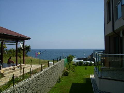 2к.апартаменты 54 кв.м у моря в курортном пос.Синеморец в Болгарии - Фото 3