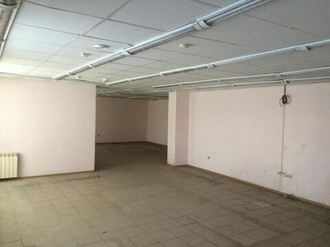 Большой магазин в районе Ледовой Арены Металлург - Фото 1