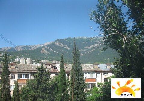 Продажа квартиры в Ялте по улице Цветочная с видом на горы. - Фото 1