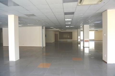 852 кв.м. - торговое помещение на 1-м этаже с отдельным входом. - Фото 4