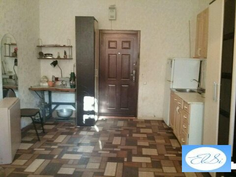 Комната в общежитии, в комнату подведена вода, приморский, ул.энгельс - Фото 1