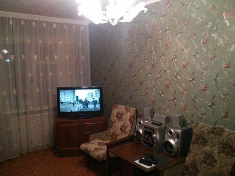 Комната в квартире с мебелью и техникой