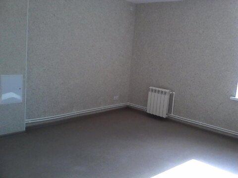 Офисное помещение 22 кв. м на втором этаже здания на ул. Курчатова - Фото 1