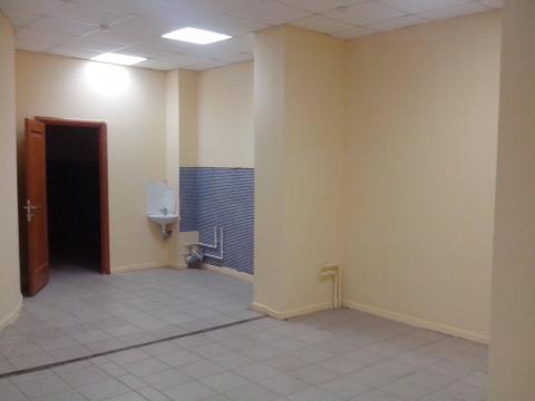 Помещение на первом этаже торгового центра на первой линии - Фото 2
