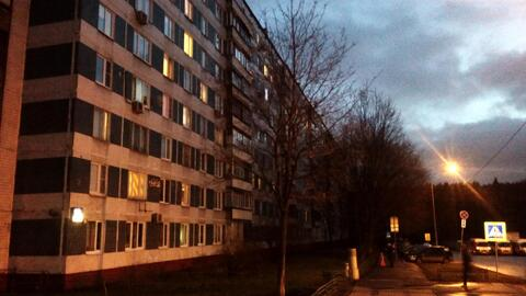 Комната по адресу: ул. Красного Маяка д. 19 к.1. 3 мин. от м. Пражская - Фото 1