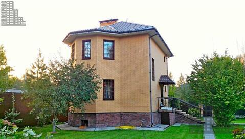 2-этажный кирпичный дом в охраняемом коттеджном поселке - Фото 1