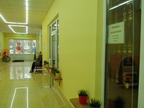 Торговое помещение свободной планировки с отделкой, первая линия - Фото 1