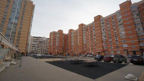 Купить крупногабаритную двухкомнатную квартиру с ремонтом, Выбор. - Фото 1