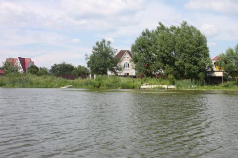 Участок в респектабельной деревне, 2 линия от берега озера 36 га - Фото 2