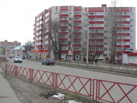 - Первый этаж, первая линия; - Большой пешеходный и автомобильный . - Фото 1