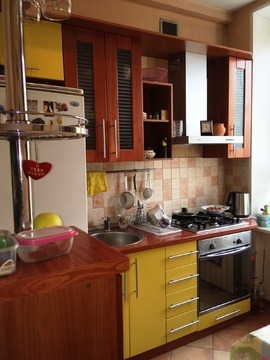 Продаю 4-комнатную квартиру на ул. Металлургов, д.7/18 - Фото 1