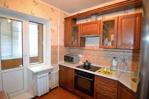 Хорошая 1-к квартира в монолитно-кирпичном доме с мебелью - Фото 1
