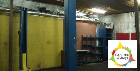 Под автосервис, гараж бокс, на 4 машиноместа, подъемник, выс. потолка: - Фото 1