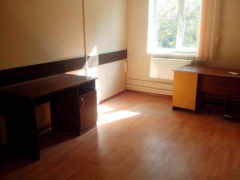 Три офисных помещения с отделкой на втором этаже офисного центра. - Фото 1
