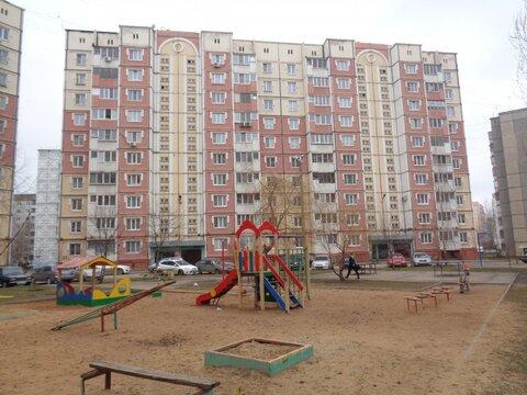 Трехкомнатная квартира: г.Липецк, Катукова улица, д.37а - Фото 1