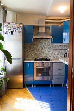 3 комнатная квартира с хорошим ремонтом и мебелью возле метро и центра - Фото 3