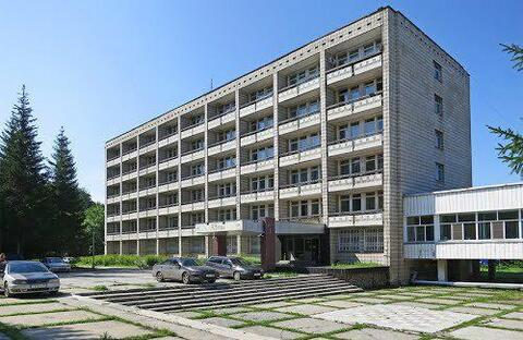 Продажа гостиницы 7008 м2 на земельном участке 5,67 га в Новосибирске - Фото 1