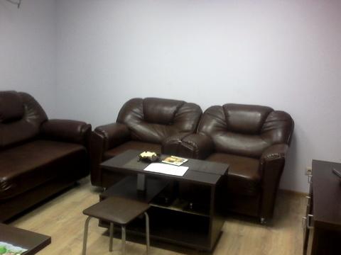 Офисное помещение с мебелью. Первый этаж, отдельный вход. - Фото 1