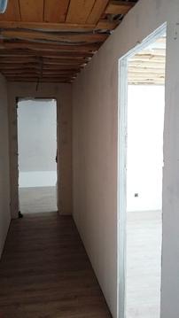 Жилой двухэтажный дом с гаражом, баней, теплицей. Стены из кирпича и . - Фото 3