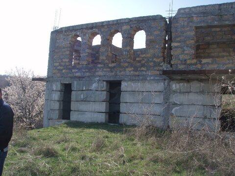 Недостроенное здание в Алуште пос. Верхняя Кутузовка. - Фото 1