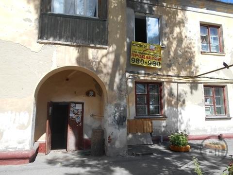 Продается комната с ок, ул. Докучаева - Фото 1