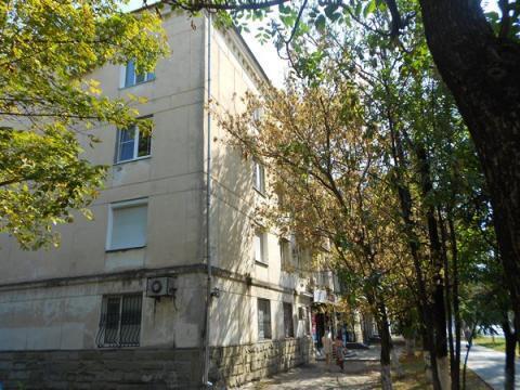 Капитальная Трехкомнатная Квартира Сталинской Постройки. Центр города. - Фото 1