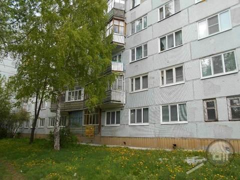 Продается комната с ок в 3-комнатной квартире, пр. Строителей - Фото 1