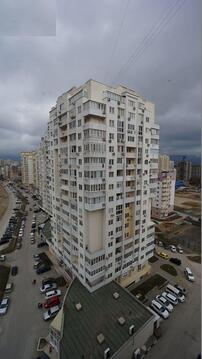 Купить двухкомнатную квартиру с ремонтом в монолитном доме, Южный район - Фото 1