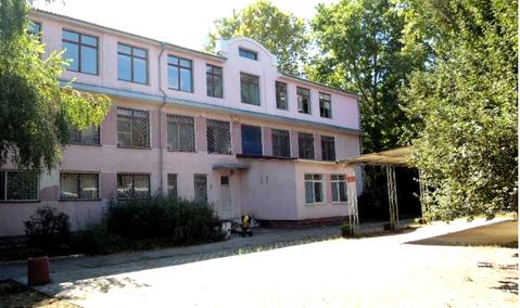 Отдельностоящие здание на училищной