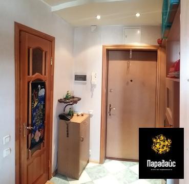 продается уютная двухкомнатная квартира с хорошим ремонтом. комнаты 14 кв. м. и 17,5 к...